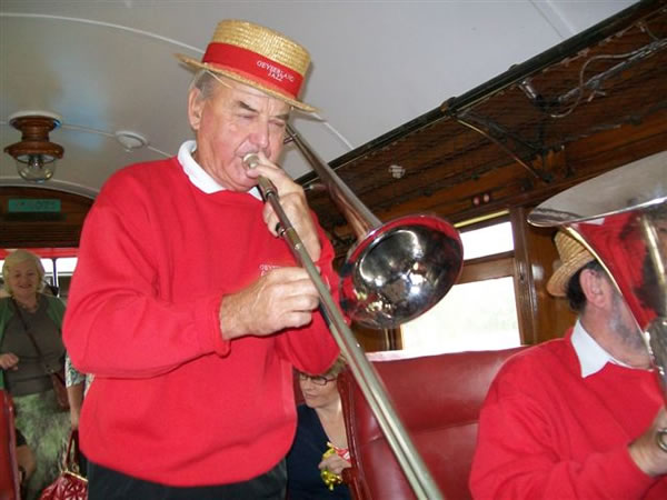 The Jazz trio in the carriage (3)
